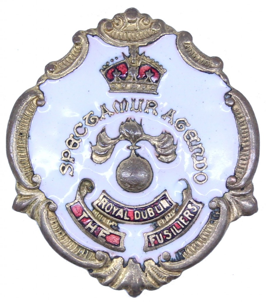 A slightly more elaborate example incorporating the regimental motto 'Spectamur Agendo' into its design.